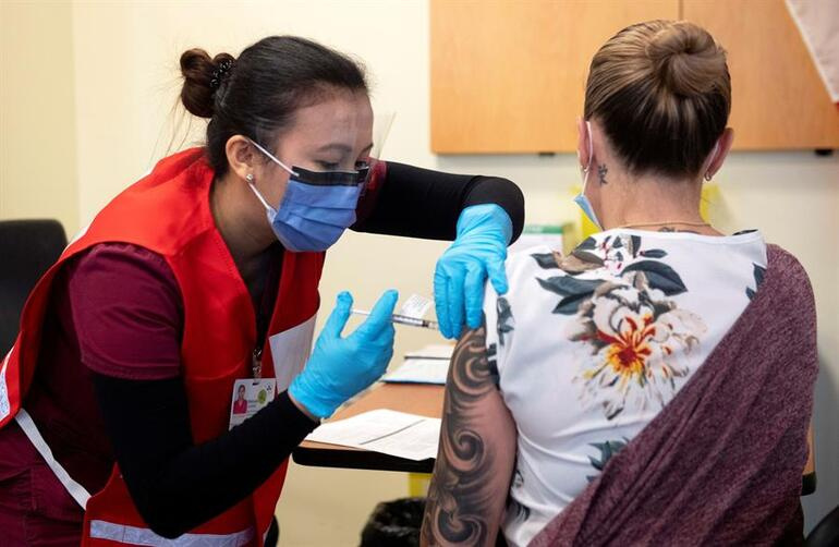 Almanyada aşı skandalı Hemşire hepsine sahte aşı yapmış