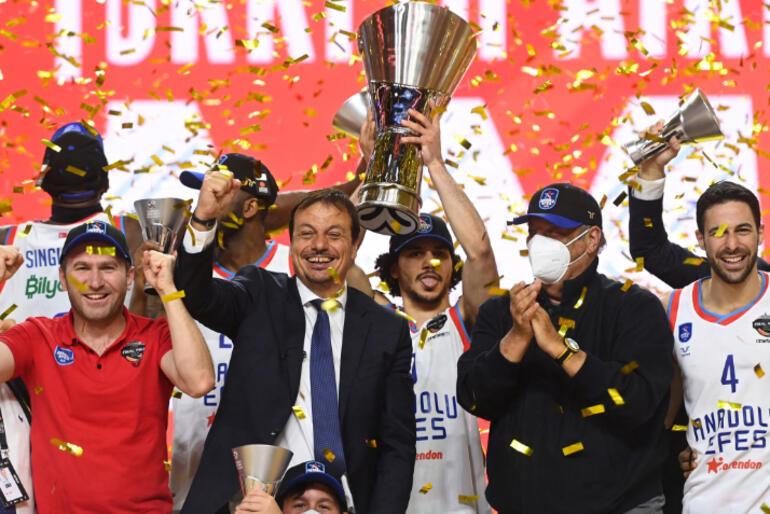 Son dakika: Anadolu Efes, Barcelonayı 86-81 yenerek THY Euroleaguede şampiyon oldu