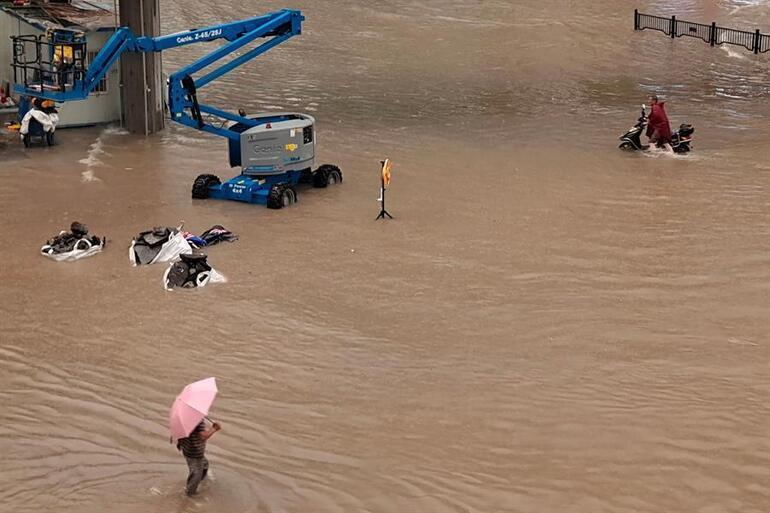 Son dakika haberi... Görülmemiş kâbus: Çinde sel felaketi çok sayıda can aldı... Dehşet anları saniye saniye kamerada